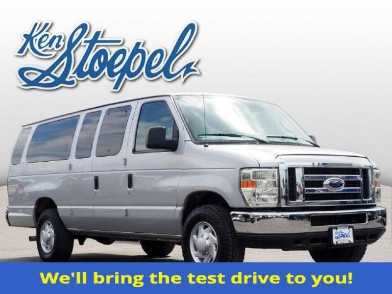 Photo Used 2013 Ford E-350 and Econoline 350 XLT for sale