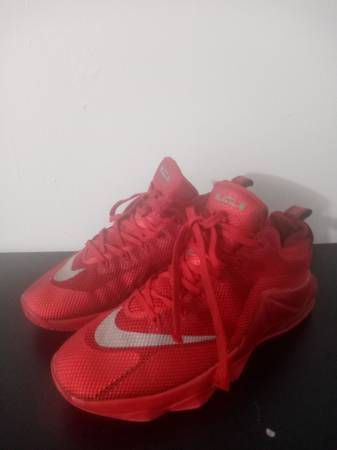 Photo red nike shoes - $15 (New Braunfels)