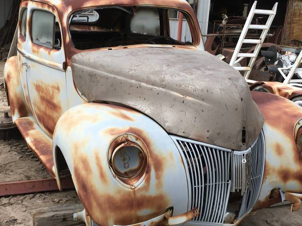 Photo 1940 FORD - $1000 (Elizabeth)