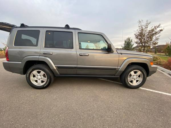 Photo 2007 JEEP COMMANDER 4X4 V-6 CLEAN CAR FAX 3RD ROW SEAT WELL MAINTAINED - $7,000 (ERIE)