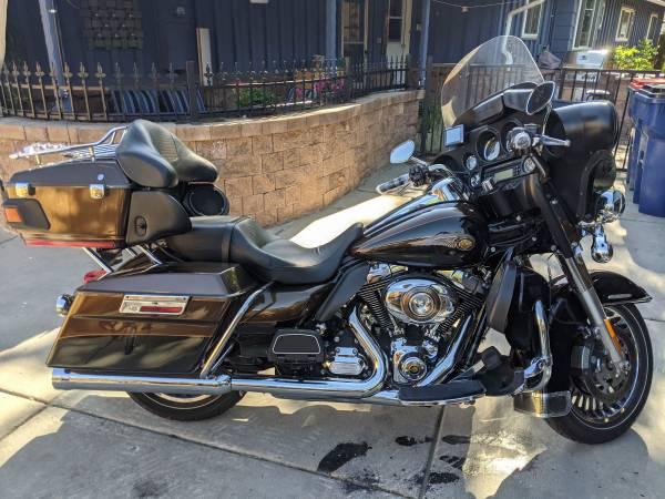 Photo 2013 harley davidson ultra limited  anniversary bike - $13,500 (Lakewood)