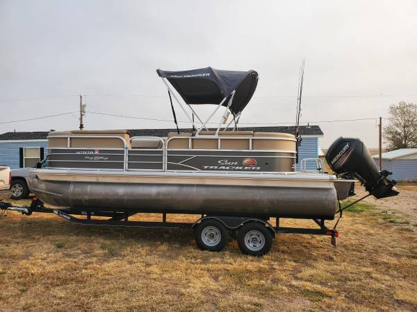 Photo 2018 Sun Tracker Party Barge - $26,500 (Englewood)