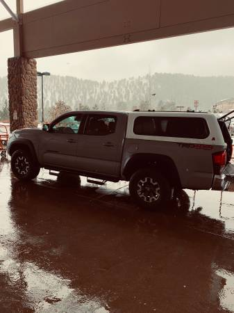 Photo 2019 Toyota Tacoma Topper - $1500 (Lakewood)