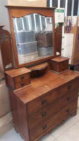 Photo ANTIQUE OAK DRESSER WITH VANITY AND MIRROR - $45 (Greeley)