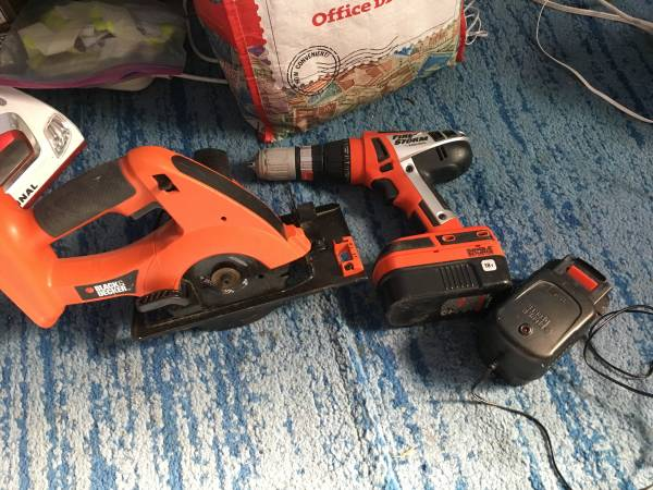 Photo Black  Decker cordless 18 volt saw and drill bettery charger - $50 (LAKEWOOD)