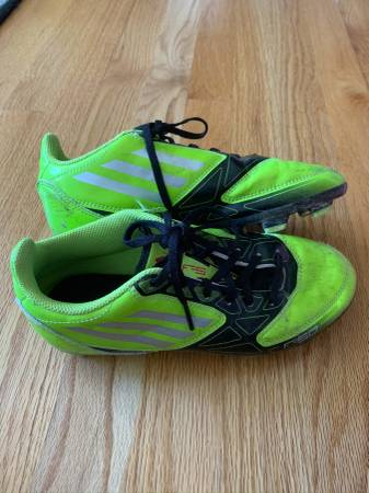 Photo Boys Soccer Cleats  Shoes - Size 4 - Adidas - $30 (Broomfield - Boys Soccer Cleats Size 4)
