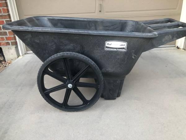 Photo Brand new 7.5 Cubic ft Rubbermaid big wheel cart - $85 (Henderson)