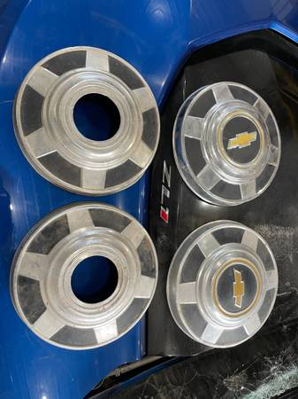 Photo Chevy k20 C20 Hubcaps - $150 (Fort Collins)
