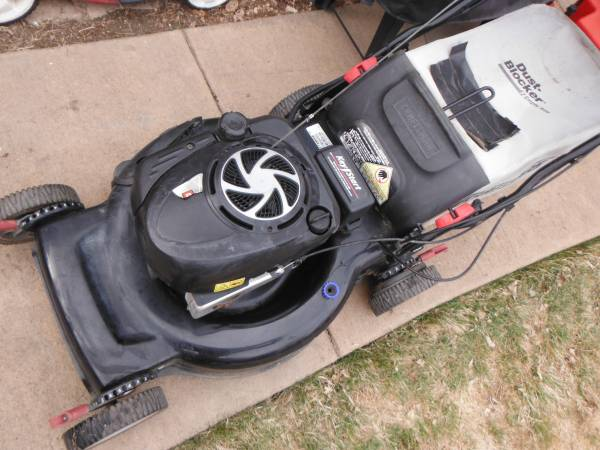 Photo Craftsman 22 inch self propelled lawn mower 57 - $130 (parker)