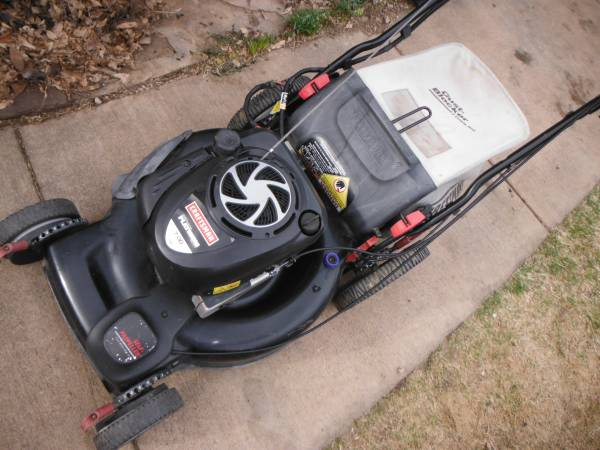 Photo Craftsman 22 inch self propelled lawn mower 50 - $130 (parker)