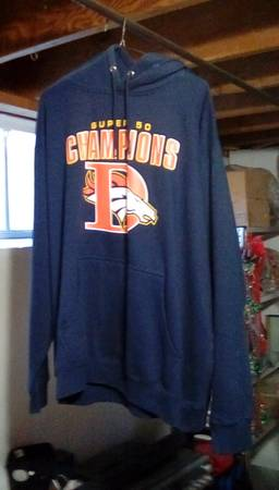 Photo Denver Broncos Sweater - $25 (Lakewood)