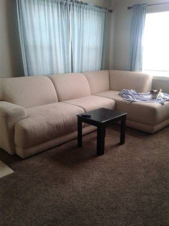 Photo Gorgeous Sectional Couch (Aurora)