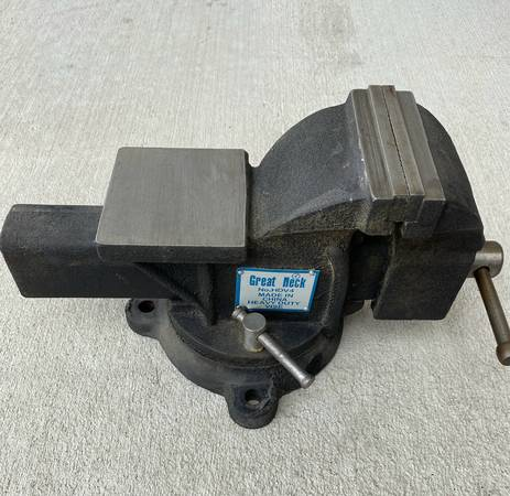Photo Great Neck HDV4 Professional Heavy-Duty Bench Vise WAnvilPipe Jaws - $60 (Castle Rock)
