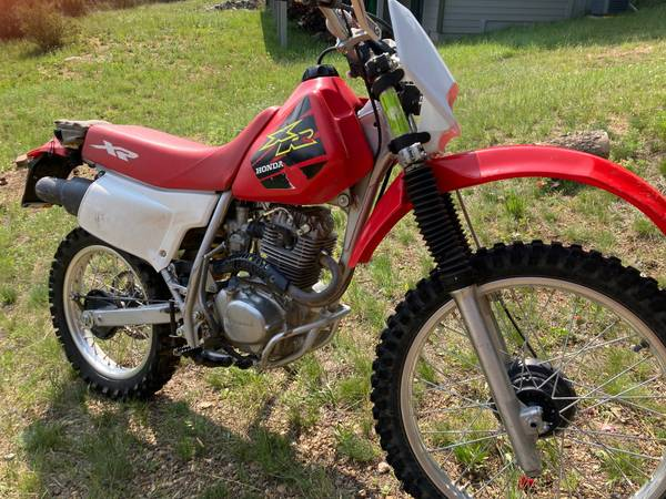 Photo Honda XR200 Dirt Bike - $2,400 (Estes Park)