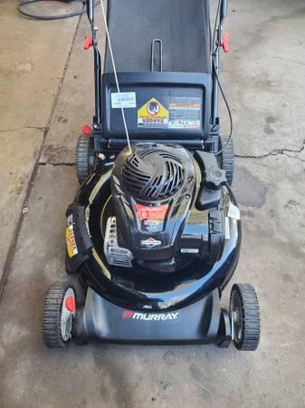 Photo Murray 5.0 HP 21quot cut push lawn mower wbag. - $125 (SW Denver)