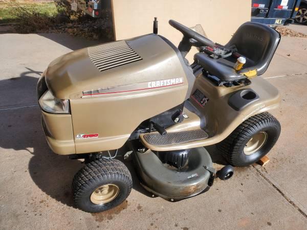 Photo Nice Craftsman riding lawnmower  Mower 17.5 hp limited edition - $600 (Littleton)