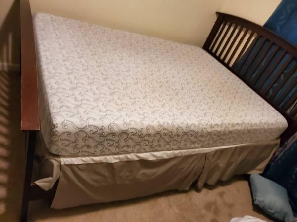 Photo Queen size bed frame (AURORA)