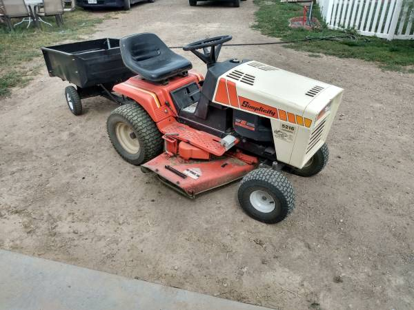 Photo Simplicity Lawn Tractor - $400 (Keenesburg)