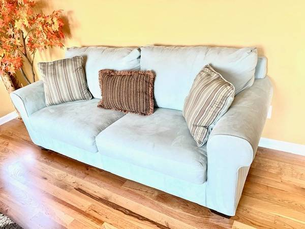 Photo Sofa set with table and rug for sale - $199 (CASTLE ROCK)