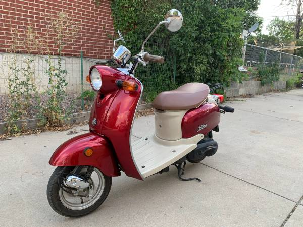 Photo Speedy 2003 Yamaha Vino 50cc Scooter, Excellent Condition - $1,350 (Englewood or Deliver)