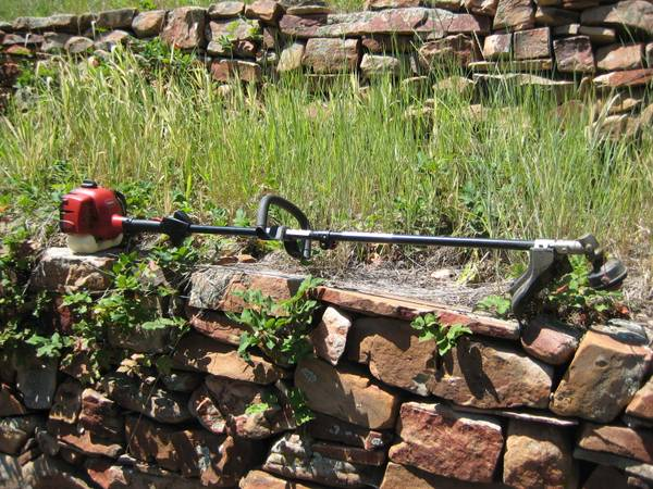 Photo Toro 25cc 2-Cycle Gas Trimmer Weed Wacker Attachment Capable 51970 - $50 (Evergreen, CO)