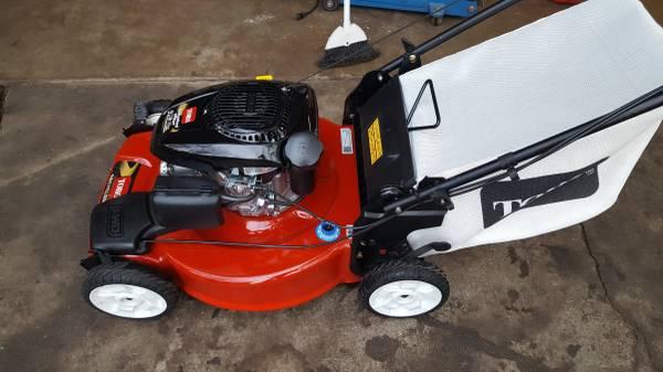 Photo Toro 6.75 HP 22quot cut self-propelled lawn mower wbag. - $195 (SW Denver)
