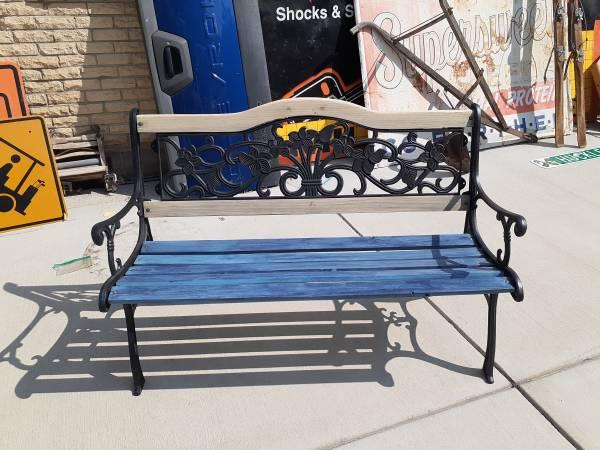 Photo VINTAGE CAST IRON BENCH FULL SIZE 48quot - $99 (SW DENVER)