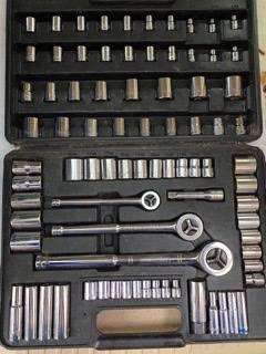 Photo Vintage Craftsman 83-Pc. MM and SAE Socket Set - 14quot, 38quot, 12quot Dr. - $100 (Castle Rock)