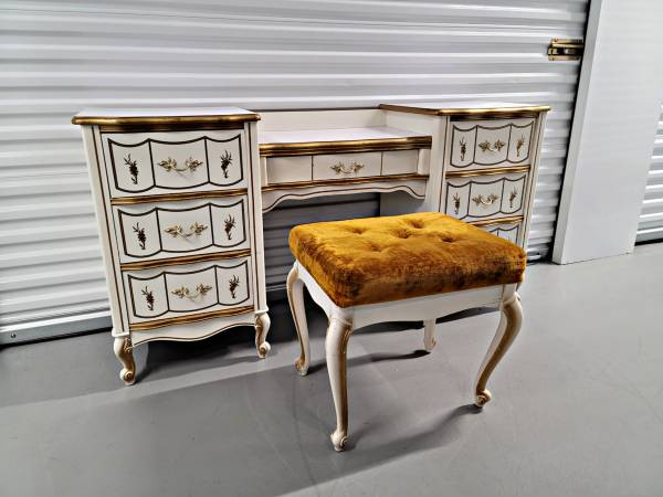Photo White French Provincial Antique Double Pedestal Vanity Desk Table - $150 (Broomfield)