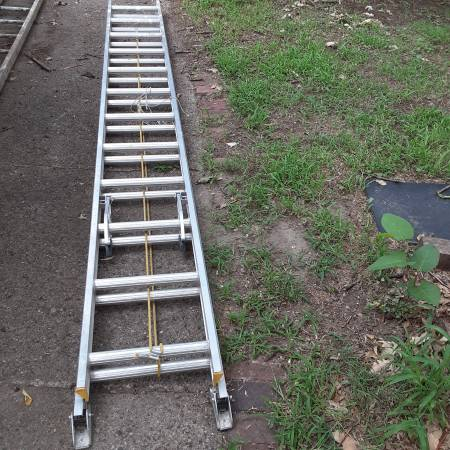 Photo 16 foot aluminum extension ladder and wood antique ladder - $45 (des moines east)
