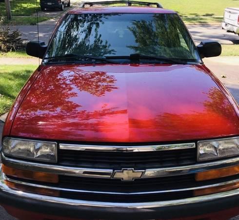 Photo 1999 Chevy Blazer - $1,500