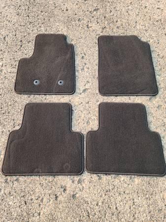 Photo 2015-2016 Chevy Colorado OEM floor mats - $30 (West Des Moines)