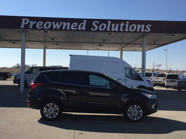 Photo 2019 FORD ESCAPE 4X4-IMMACULATE  FULL FACTORY WARRANTY - $19900 (URBANDALE)