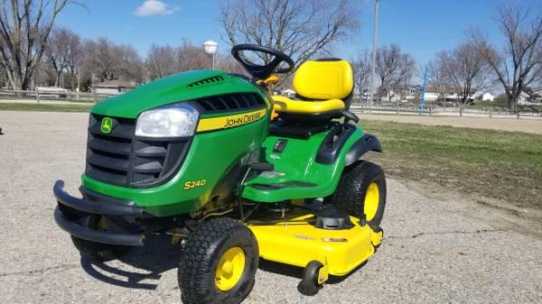 Photo 2020 John Deere S240 Riding Lawn Mower 36 Hours - $2,400 (Lake View Iowa)