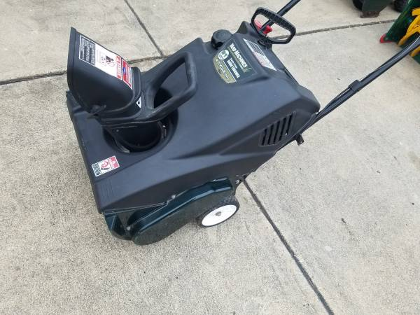 Photo 21quot Yard Machines - 4 Cycle - Sgnl Stage -Snowblower - Excellent shape - $195 (Ankeny)