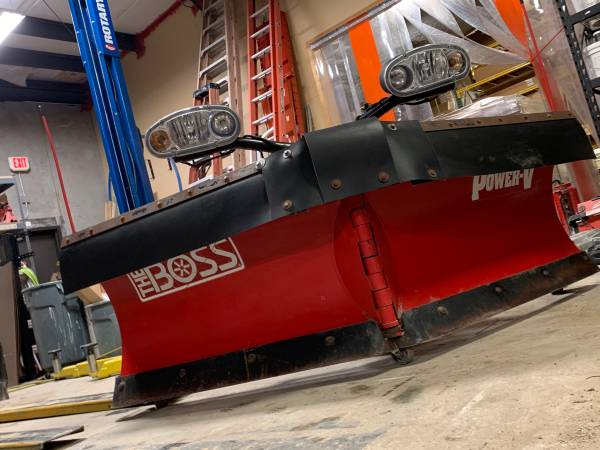 Photo 839 2quot Boss Power-V Snow plow with smart shield - $3,900 (urbandale)