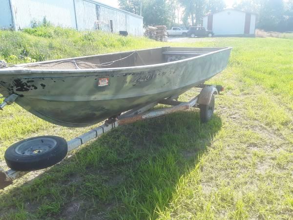 Photo Alumcraft 15 ft boat with trailer - $500 (Indianola)