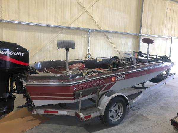 Photo Charger Bass Boat 1984 with 2002 Mercury XR6 150 HP motor - $5,500 (Lorimor)