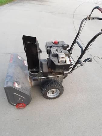 Photo Craftsman 8 HP, 26quot width Electric Start Snowblower - $500 (Indianola)