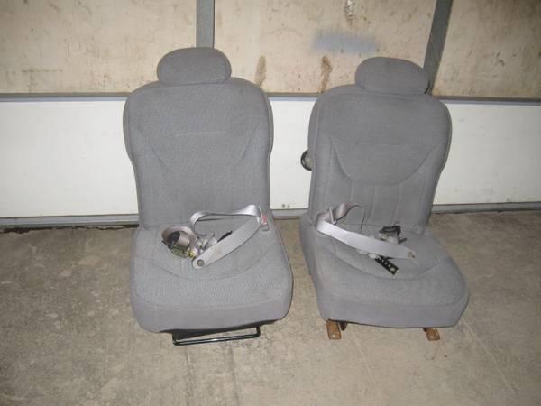 Photo Crown-Vic Front Seats - $150 (Gilman)