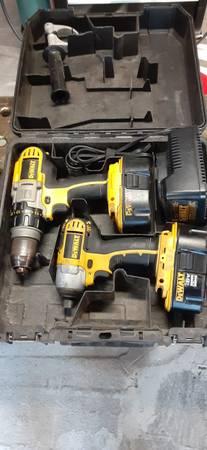 Photo Dewalt 18 volt DrillImpact - $80 (Des Moines)