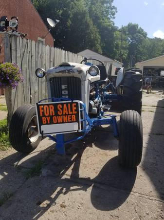 Photo FORD 4000 TRACTOR - $3500 (Des Moines)