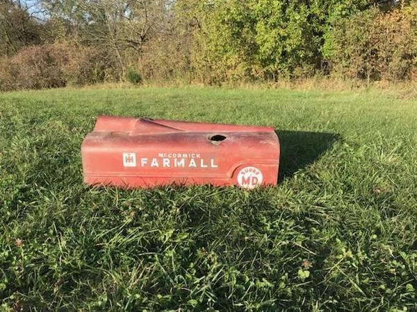Photo Farmall Super MD hood - $95 (Adel)