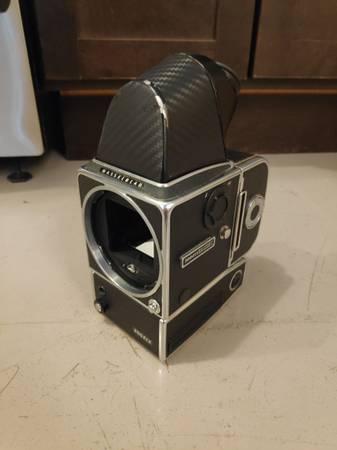 Photo Hasselblad 500ELX Medium Format Film camera - $400 (Des Moines)
