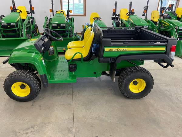 Photo John Deere 2019 TX Gator 78 hours with extras and warranty - $7,950 (Newton)