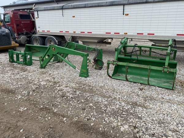 Photo John Deere 720 LoaderRow Crop Mounts - $6,500 (SW IA)