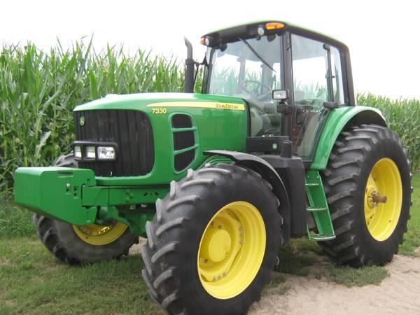 Photo John Deere 7330  7530 tractors (Prescott, Wi)