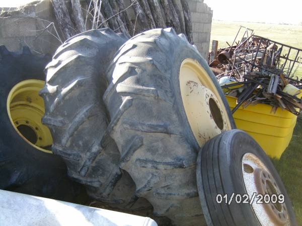 Photo John Deere Duals and Hubs Fit 4440 and 4455 - $1,000 (Chariton)