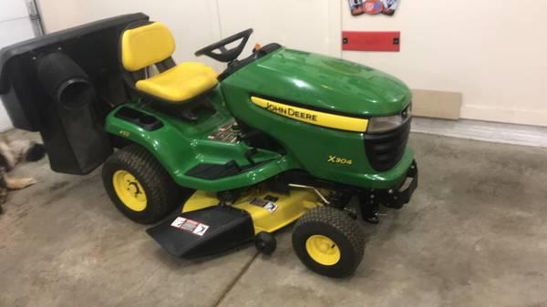 Photo John Deere X304 Lawn tractor - $2,800 (Polk City)