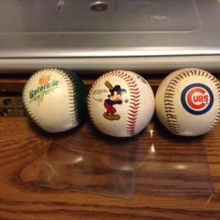 Photo MLB Gatorade Baseball Fotoball ,cubs ball ,Disney world ball - $10 (Des Moines Iowa)